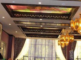 Оригинальный витражный натяжной потолок с этно мотивами
