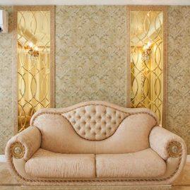 Золотистые фацетные зеркала в интерьере гостиной
