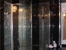 Роскошная мозаика из граненого стекла в душевой кабине