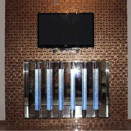 Световые колонны в оформлении телевизионной панели