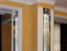 Колонны + световые панели: неоклассика и модерн в одном флаконе