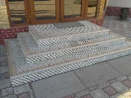 Каменная мозаика на ступенях