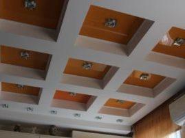Кессонный натяжной потолок в кухне