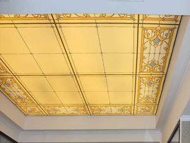 Натяжной потолок с фотопечатью (имитация витража) в отеле «Jannat»